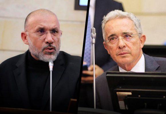 Uribe denuncia a Roy Barreras por llamarlo socio de paras, corrupto y chuzador