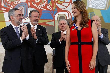 Mónica Jaramillo recibiendo Ordem de Rio Branco