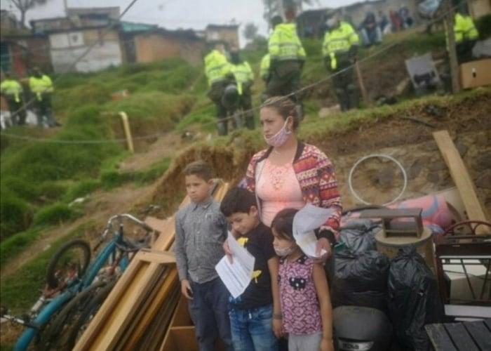 Desalojos forzados, acciones violentas de los gobiernos de Bogotá y Cali
