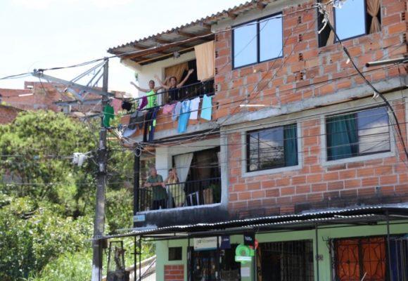 Santa Cruz, el barrio paisa que no apagó la fiesta en cuarentena