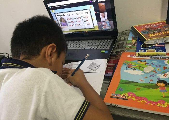 Educación virtual satura a estudiantes y profesores