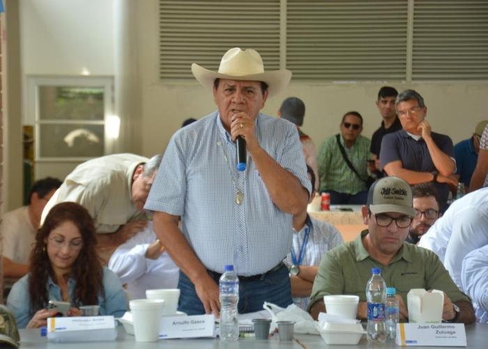 ¿Gobernador campesino sorprende en Caquetá?
