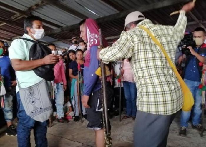 25 años de cárcel y 9 latigazos: la condena de indígenas a disidentes en el Cauca