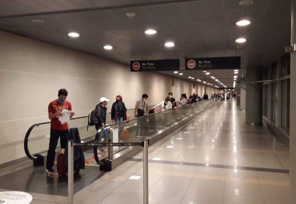 Largas filas en inmigración del Dorado: 5 vuelos en 3 horas ¿no que estaba cerrado?