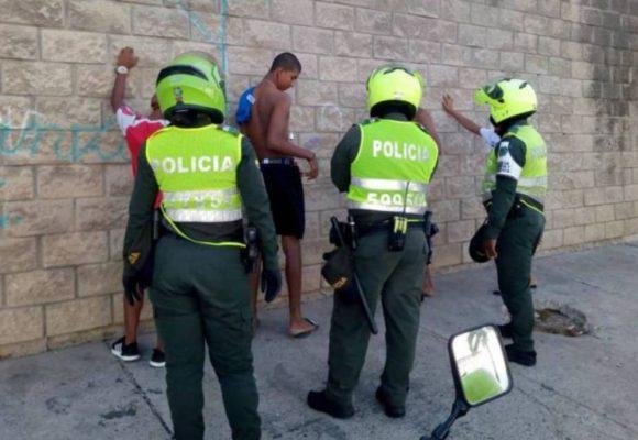 Barranquilla azotada por la pandemia y la policía agarrándose a puños con la gente