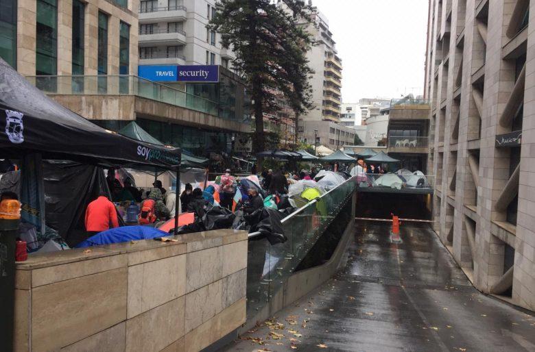 Trabajadores pobres colombianos varados en la calle en Santiago de Chile