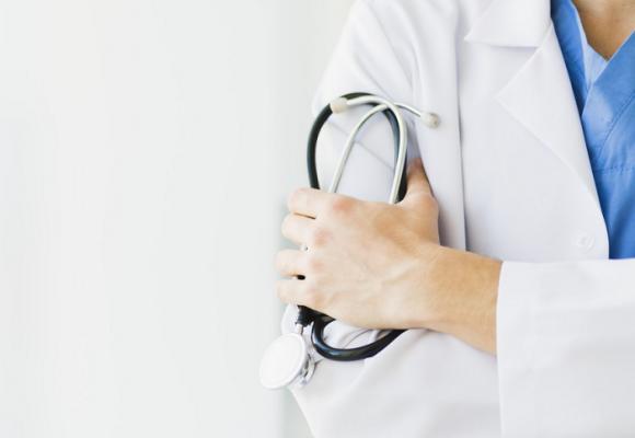Por qué es mejor no traer médicos cubanos al país
