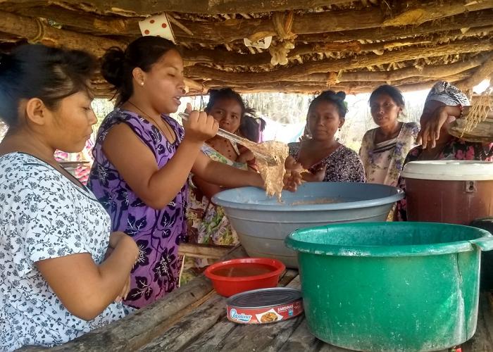 Investigadoras y comunidades indígenas trabajan juntas para disminuir la desnutrición infantil en La Guajira