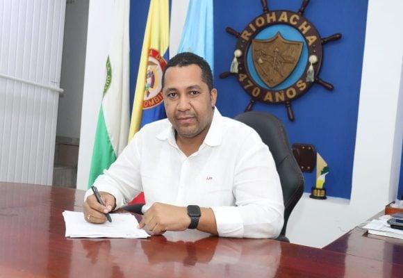 En Riohacha, el alcalde es el primero que rompe los protocolos del COVID