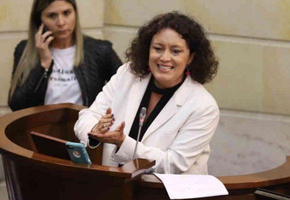 ¿Juego sucio contra Angélica Lozano en el Congreso?