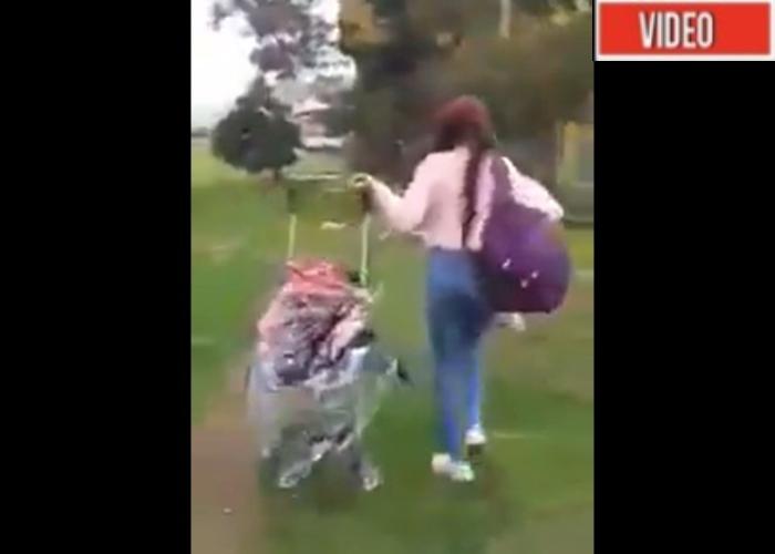VIDEO: Por pelea con su pareja, madre tira el coche con su hija abordo