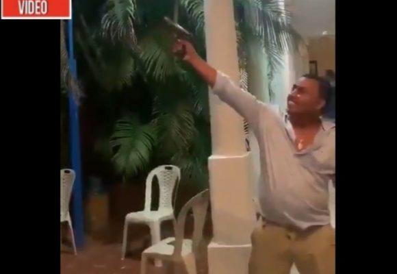 Con ron y pistola en mano, concejal celebra Día de la Virgen del Carmen en Bolívar