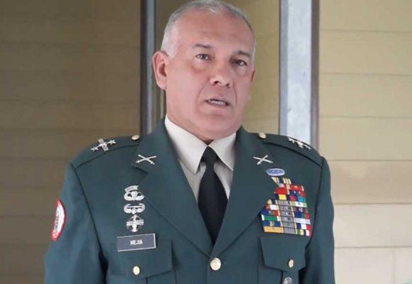 El general Hernán Mejía, condenado a 14 años por falsos positivos, aspira a la presidencia
