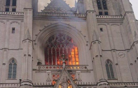 Incendio en la mítica catedral de Nantes pudo haber sido provocado