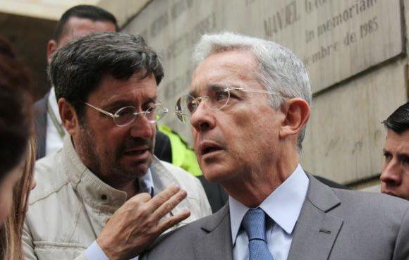 El trino de Pacho Santos que podría meter en líos a Uribe