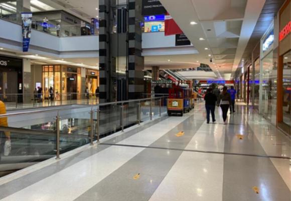 Profesor universitario se suicida saltando del cuarto piso de centro comercial en Bogotá