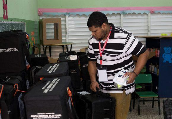 República Dominicana elige presidente tras un récord de contagios