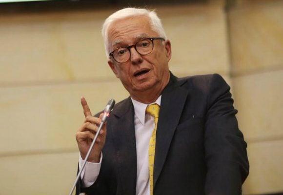 Matoneo de fans de serie Matarife contra senador Jorge Robledo