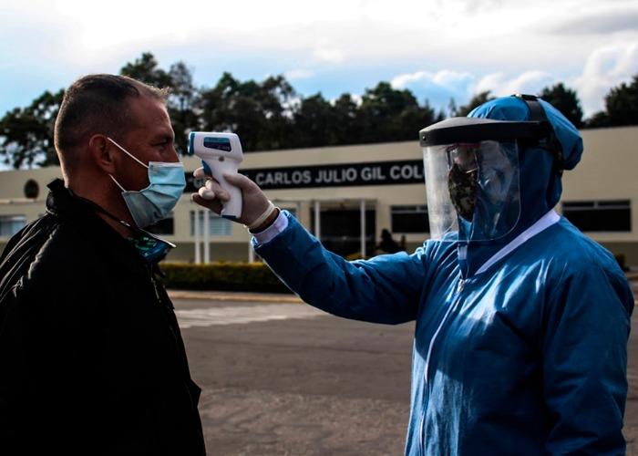 ¿Quienes serán los primeros a los que se les aplicará la vacuna en Colombia?