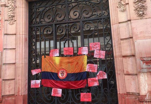 Llenan de sangre el consulado de Colombia en París
