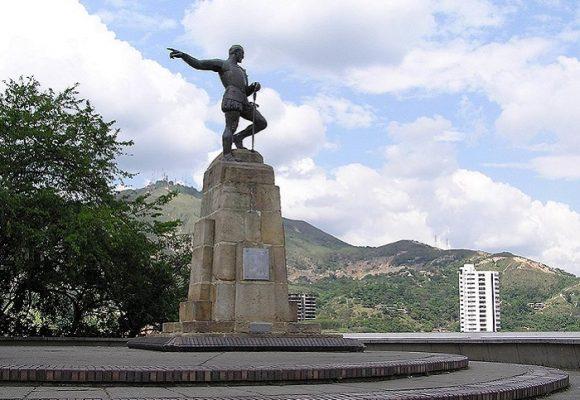 Iconoclastia pandémica: sobre el derrumbamiento de estatuas en el mundo y su posibilidad en Colombia
