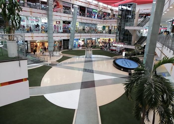 Visitar un centro comercial en cuarentena es desconcertante y desolador