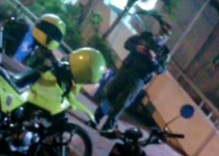 Policía le rompe la cabeza con su bolillo a un niño en Neiva