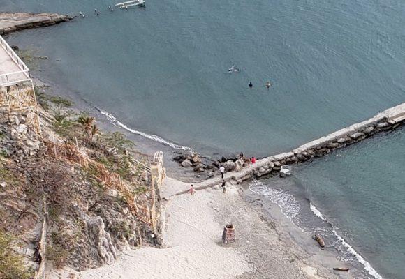 ¿Quién controla la playa del Rodadero en Santa Marta?