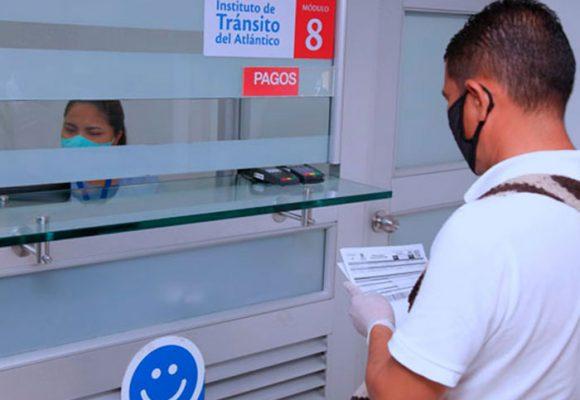 Es real: 50 % de descuento para morosos en multas de tránsito