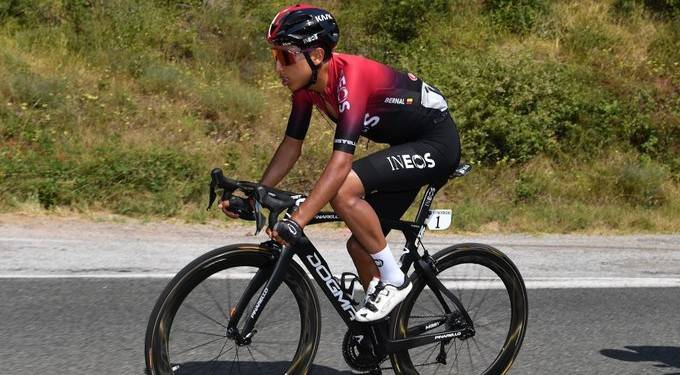 El dolor de espalda saca del Tour de Francia a Egan Bernal