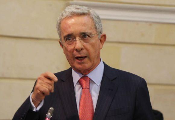 Uribe seguirá siendo senador desde su casa, como si no hubiera pasado nada