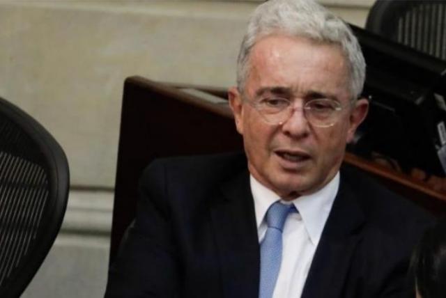 Los estúpidos convencidos de que Uribe está detrás de las masacres de niños