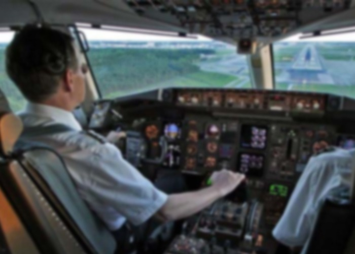 Les tocó hacer domicilios: pilotos de aviones varados por la pandemia