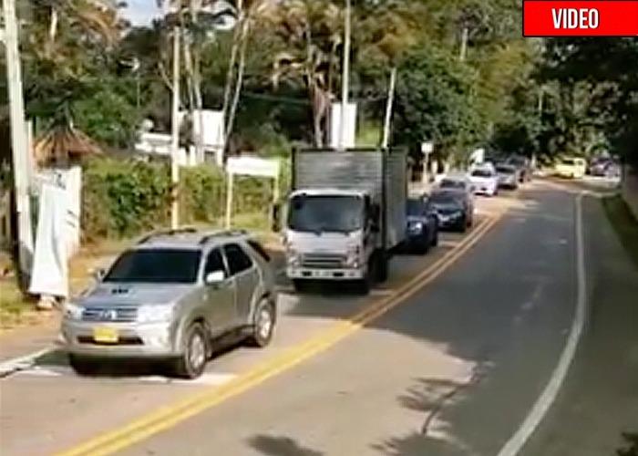 Con más de 100 muertos al día en Bogotá ¡Y los irresponsables se siguen yendo de puente!