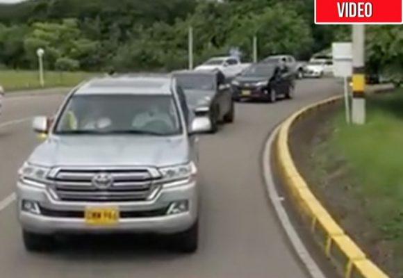 ¿Es necesario tener una 4 x 4 y una pistola para salir a protestar a favor de Uribe?