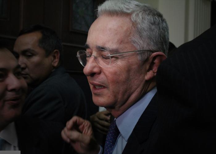 Echan a empleado por decir que quiere ver a Uribe preso