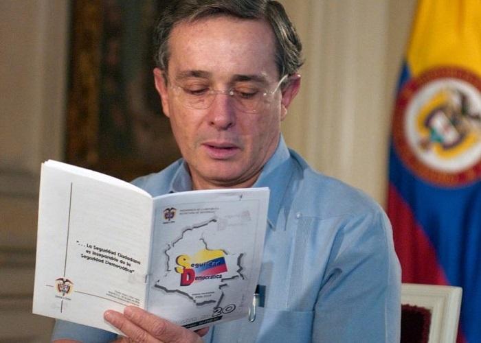 Cuando a Álvaro Uribe no lo dejaron enseñar en Francia