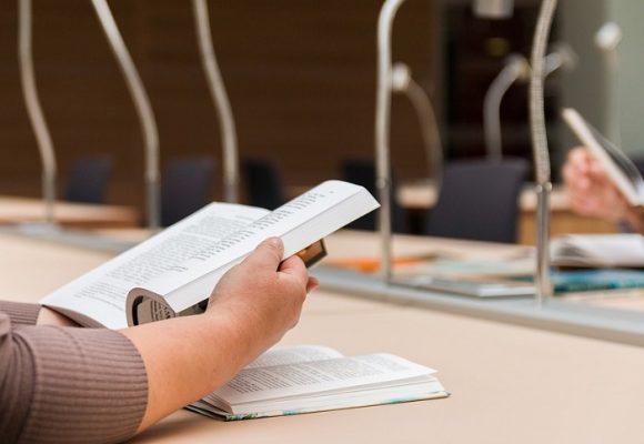 Educación universitaria: apretando tuercas sobre la cinta móvil
