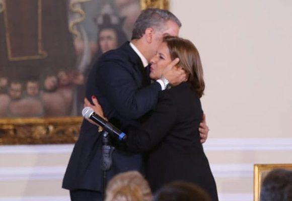 Duque corona con la procuradora Margarita Cabello