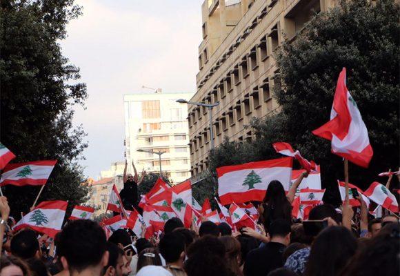 Las protestas contra el impuesto al WhatsApp que terminó con la caída del gobierno del Líbano