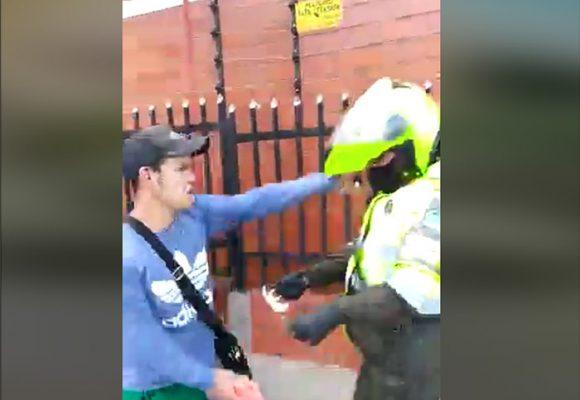 VIDEO: A puños agarran a mujer Policía de tránsito en Bogotá