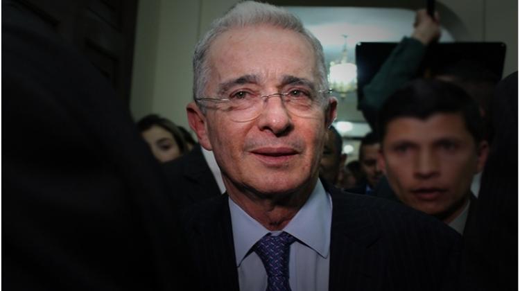 El mar de incoherencias que envuelven a Álvaro Uribe