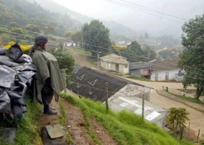 Policía humilla a niño indígena que salió a comprar cartulina