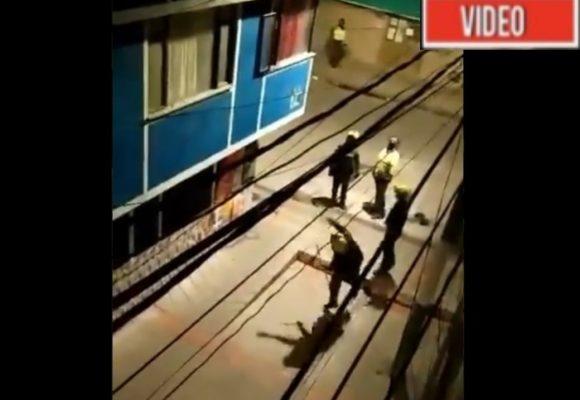 VIDEO: Como vándalos, la policía acaban con vidrios de casas en Bogotá