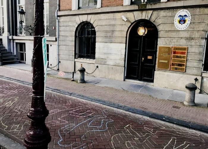 Así amaneció el consulado de Colombia en Amsterdam por el paro nacional
