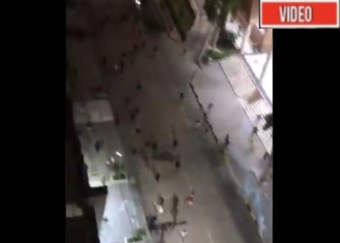 VIDEO: La policía ataca a los barranquilleros