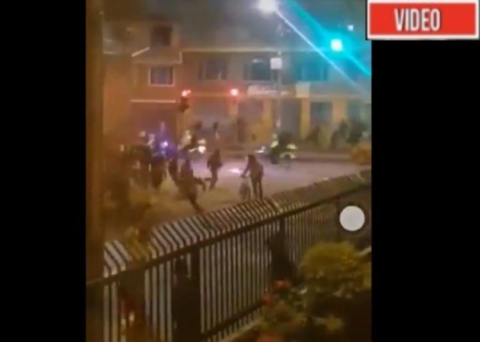 VIDEO: Como escuadrón de la muerte llegan policías a disuadir protesta