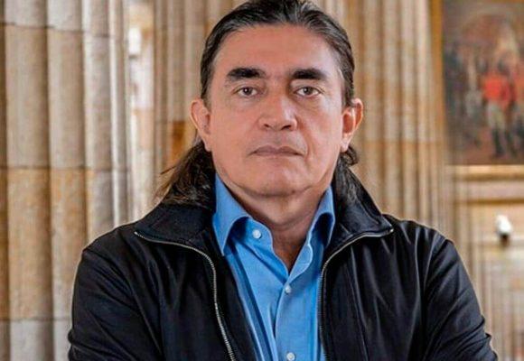 Gustavo Bolívar compara a Alvaro Uribe con Pablo Escobar