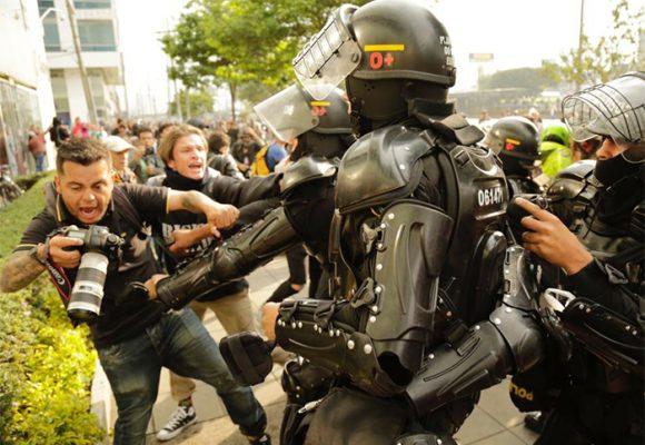 Atropellos, infamias y excesos: los grandes males de la Policía