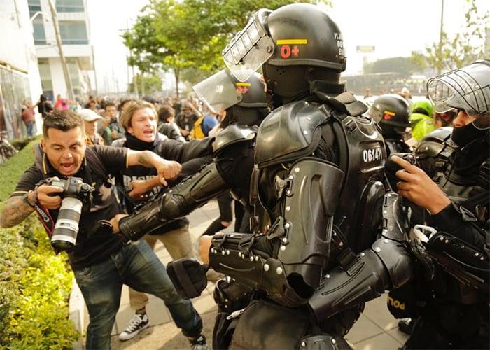 ¿Por qué no crear una app para reportar la brutalidad policial en Colombia?
